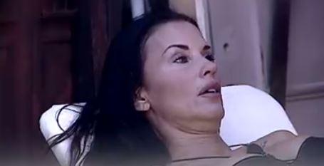 Dopo Valeria Marini, Laura Freddi è la seconda 'vittima' senza trucco