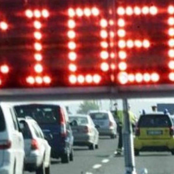 Palermo-Mazara, tir travolge 4 auto: un ferito