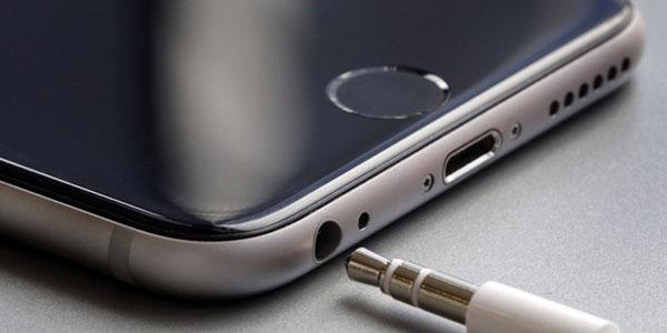 iPhone 7, le novità del nuovo smartphone Apple  Resistente all'acqua e la batteria dura di più