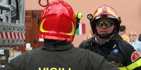 Napoli, esplode bombolone di gas: un morto e cinque feriti