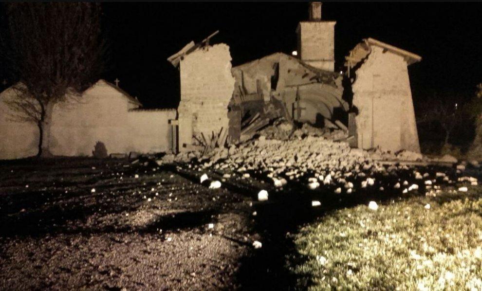 Sisma, 3 forti scosse: la più grave di magnitudo 5.9 | Diversi i feriti, un morto per infarto FOTO