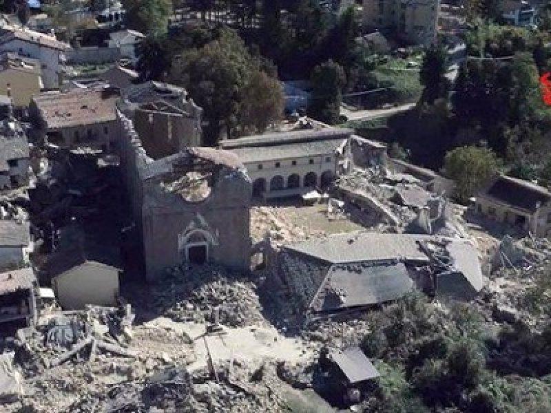 Corina Cretu, corina cretu a norcia, norcia, ricostruzione terremoto, terremoto, visita commissaria norcia