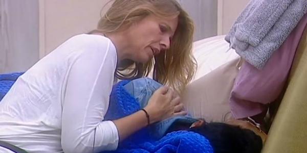 """Gossip Grande Fratello Vip 2016, Pamela Prati piange disperatamente: """"Voglio uscire!"""" VIDEO"""