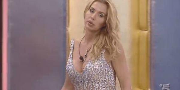 """Gossip Grande Fratello Vip, Bettarini scherza con Valeria Marini: """"Li hai eliminati tutti tu!"""" /VIDEO"""