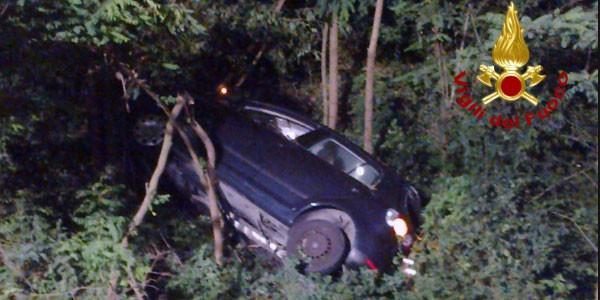Auto in una scarpata nel palermitano: un morto e due feriti