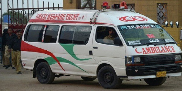 Pakistan: incendio devasta un hotel, almeno 11 morti