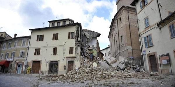 Terremoto, nel 2017 si spenderanno 6 miliardi |Il presidente Mattarella a Camerino e a Norcia