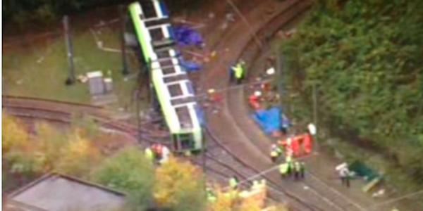 Un tram si è ribaltato a Londra, almeno cinque vittime