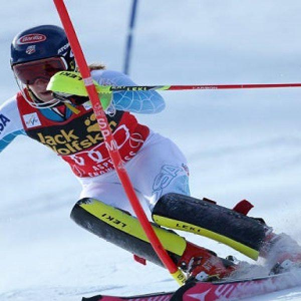 Sci, la Shiffrin torna al successo in slalom. Male le italiane