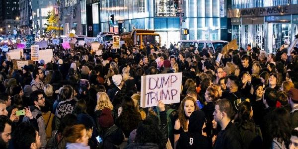 Usa, comincia a muoversi il fronte anti-Trump | Un giudice federale blocca lo stop ai rifugiati