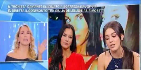 """Pomeriggio 5, Antonella Mosetti contro Barbara D'Urso: """"È finito questo bel programma?"""" /VIDEO"""