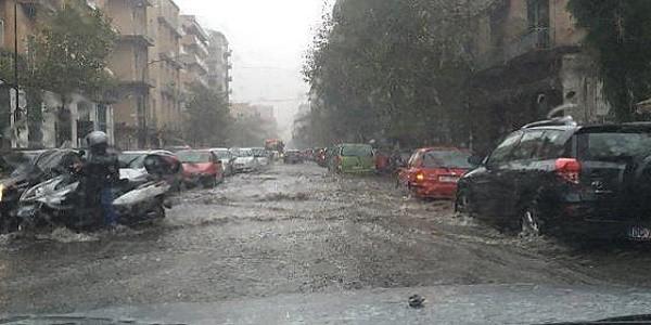 black out roma, bombe d'acqua roma, maltempo roma, maltempo stazione termini, nubifragio roma