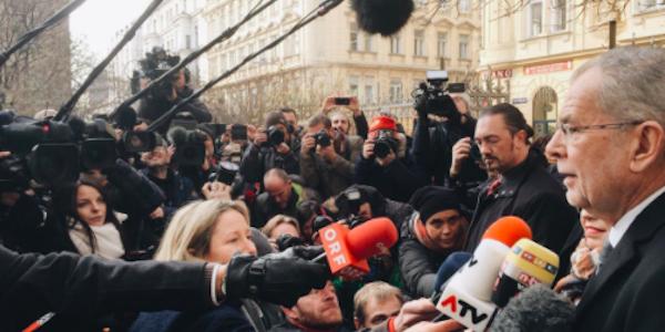 Austria, Van der Bellen vince al ballottaggio | L'ecologista si è imposto con il 53,6%