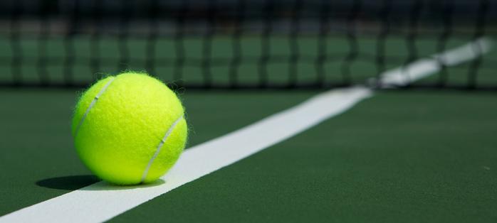 Il tennis è lo sport che allunga la vita. Male calcio e corsa