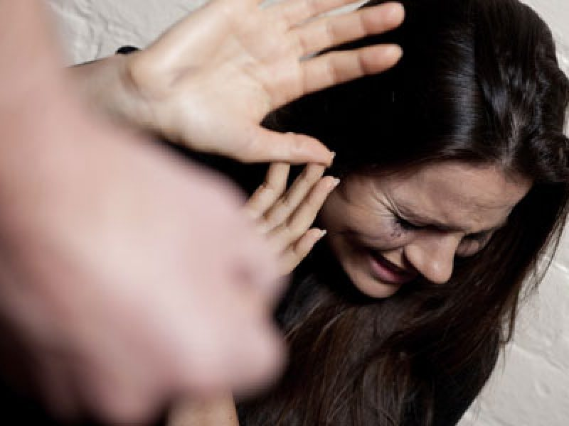 Minaccia ex e sorella con l'acido: arrestato marocchino