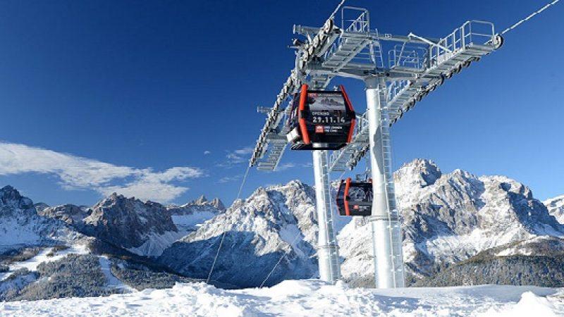 Val di Fassa, 40 sciatori bloccati su una funivia  