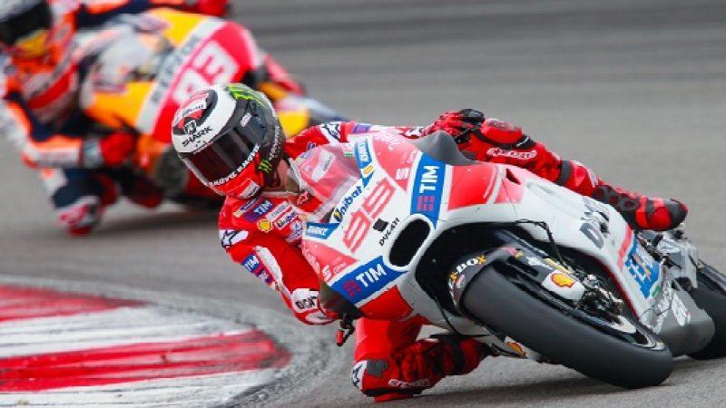 Moto GP, dominio Lorenzo a Montmelò. Cade Dovi, 3° Rossi