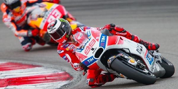 Moto GP, Lorenzo in pole ad Aragon davanti a Dovizioso. Rossi 18°