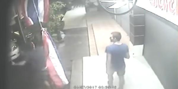 Thailandia: due italiani strappano la bandiera, rischiano fino a 2 anni