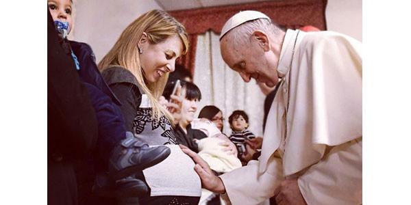Papa: donne più coraggiose e sagge degli uomini