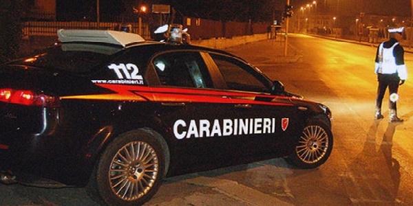 Roma, auto non si ferma ad alt e carabiniere spara: 2 feriti