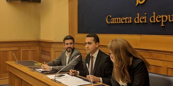 I giornalisti Paragone e Carelli tra i candidati M5S |