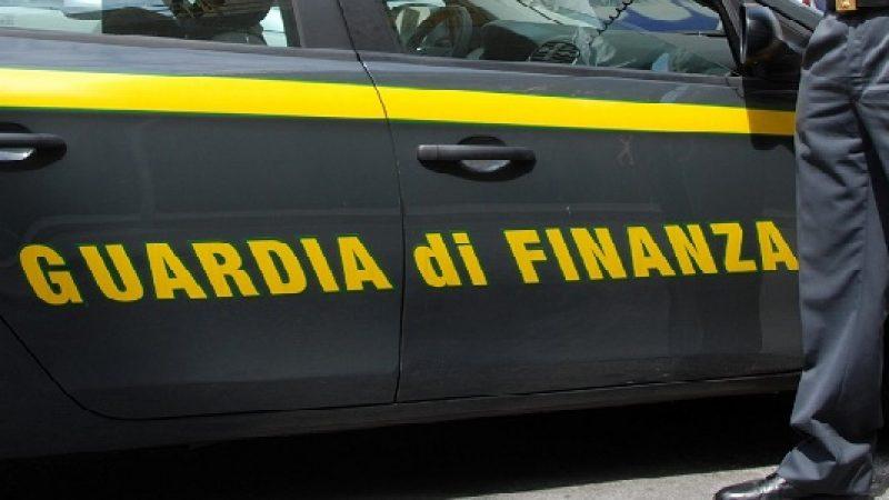 Torino, finto cieco leggeva giornale al bar: denunciato