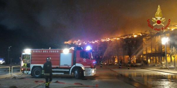Incendio in centro commerciale nel trevigiano