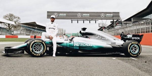 Test Formula 1, Raikkonen domina sul bagnato. Secondo Verstappen