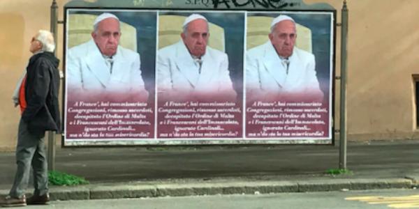 Manifesti contro Papa Francesco a Roma: