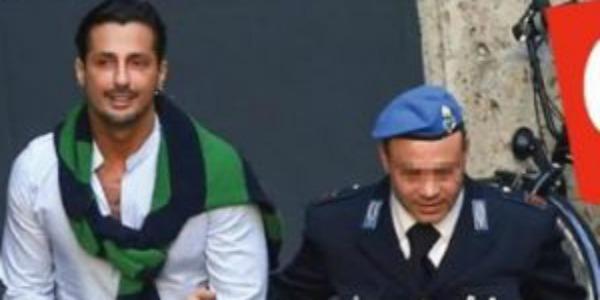 """Gossip, Fabrizio Corona fuori dal carcere dopo 4 mesi: """"Sono fiducioso"""" – FOTO"""