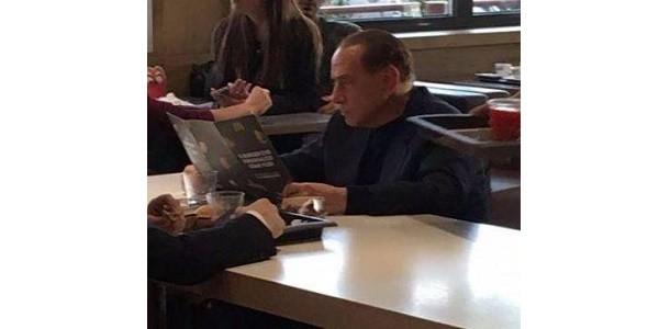 Berlusconi McDonald's, il Cavaliere a pranzo al fast food americano