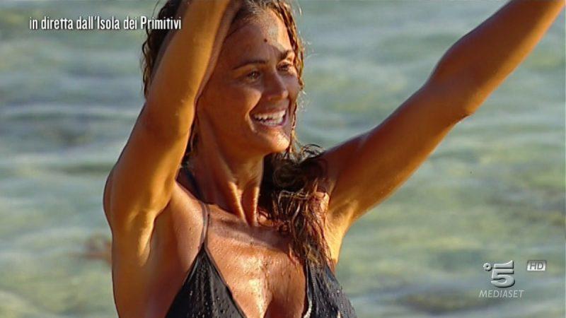 Isola dei Famosi, puntata 28 marzo 2017: Samantha De Grenet eliminata, non rimane sull'isola dei primitivi