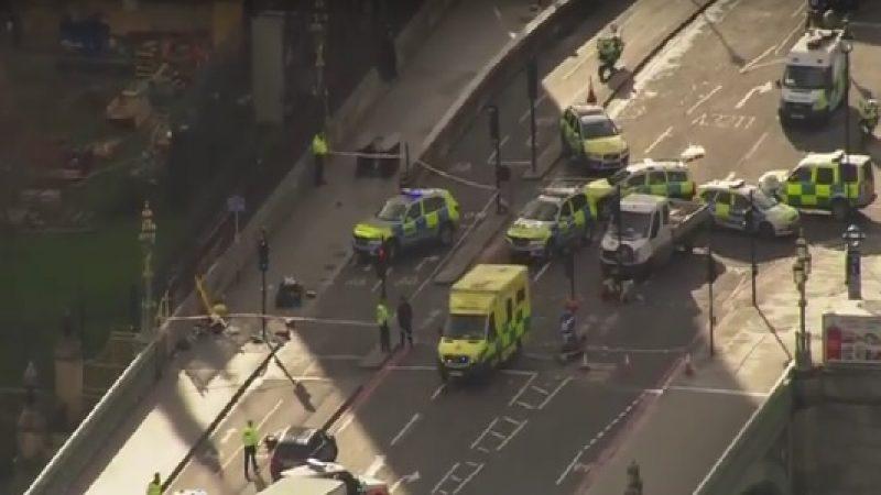 Londra, esplosione nella metropolitana | I feriti sono 29. Arrestate due persone sospette