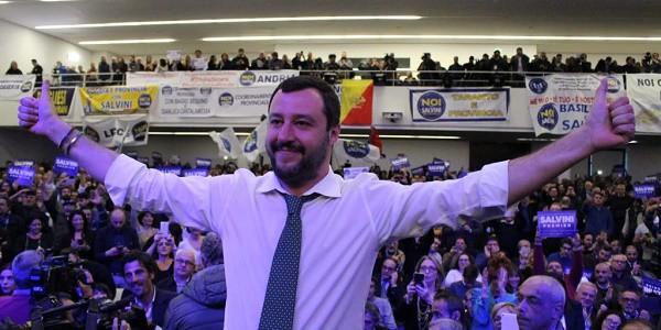Salvini manifestazione Napoli