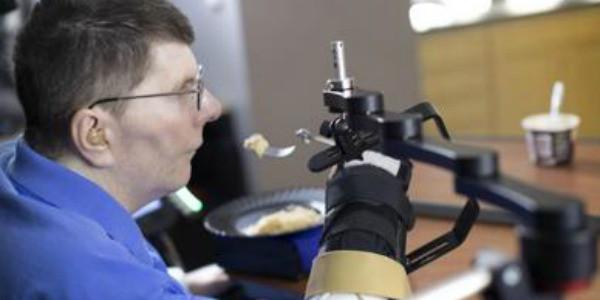 Ricerca: Usa, tetraplegico torna a muovere braccio grazie a impianto hi-tech