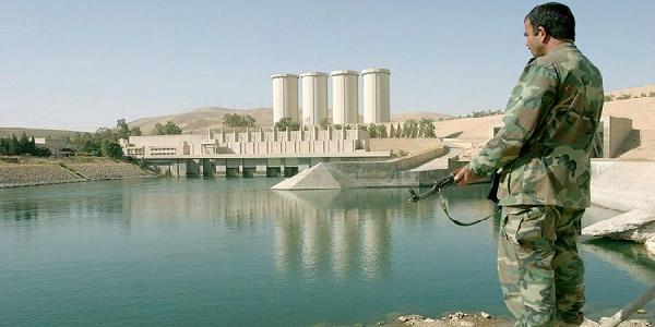 Siria, l'Isis ordina l'evacuazione di Raqqa |Il gruppo allerta sul crollo della diga di Tabqa