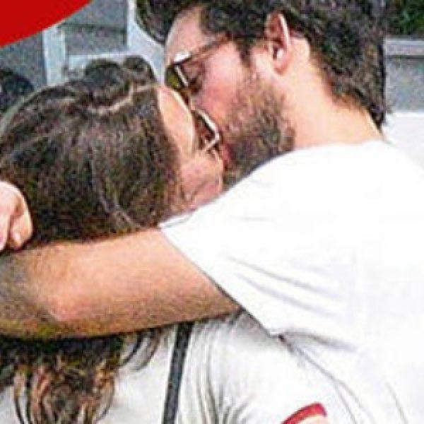 Gossip, fuga d'amore per Charlotte Casiraghi e Dimitri Rassam. E intanto si intravede un pancino sospetto - FOTO