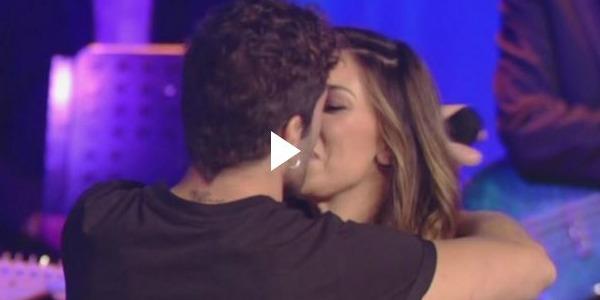 """Belen e Iannone al Maurizio Costanzo Show, romanticismo alle stelle: """"Sono innamorato, è la mia vita"""" – VIDEO"""
