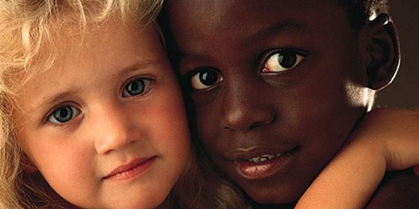 perche-non-siamo-razzisti-con-i-bambini