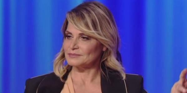 """Simona Ventura: """"Faccio il possibile per aiutare Morgan"""" intanto Sgarbi gli trova casa"""
