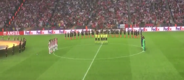 VIDEO – Strage Manchester: Ajax e United osservano un minuto di silenzio