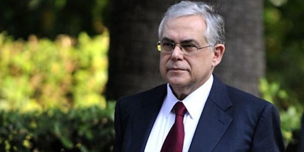 Atene, una bomba esplode nell'auto di Papademos   L'ex premier è ferito al petto ma non rischia la vita