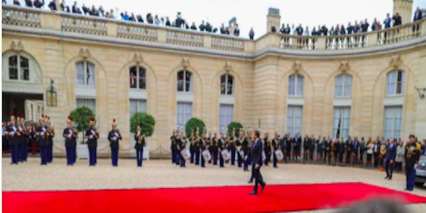 Macron ufficialmente presidente della Repubblica