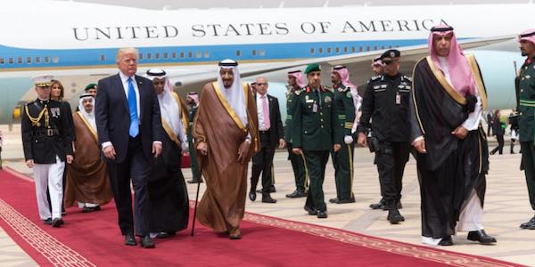 Russiagate, un alto funzionario Usa nella bufera | E Trump inaugura il viaggio in Medio Oriente