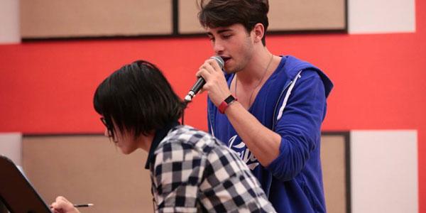 Amici 16, puntata 4 maggio 2017: Andreas si diletta con le canzoni di Riccardo