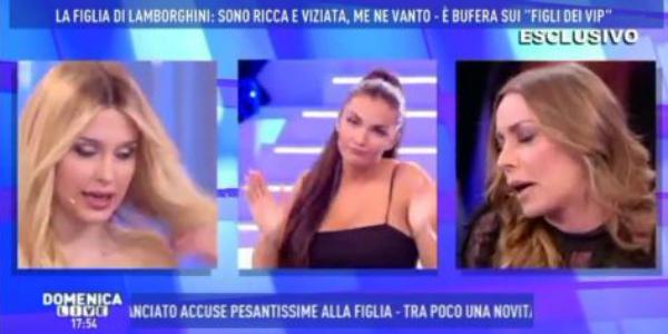 """Elettra Lamborghini contro Karina Cascella: """"Ti conosco solo per la storia dell'incidente hot al pronto soccorso"""" – VIDEO"""