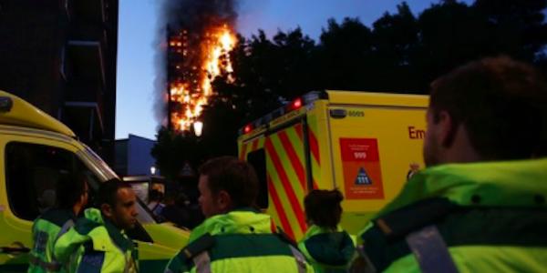 Londra, l'incendio causato da un frigo difettoso   Evacuati 5 grattacieli nel quartiere di Camden