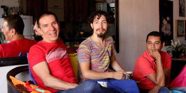 Colombia matrimonio fra tre uomini: è la prima famiglia poliamorosa