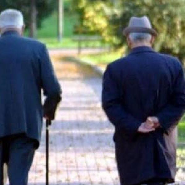 Popolazione sempre più straniera e anziana | Bilancio demografico dell'Istat: crollano le nascite